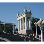 Propylaeum_on_the_central_embankment_of_Volgograd_003